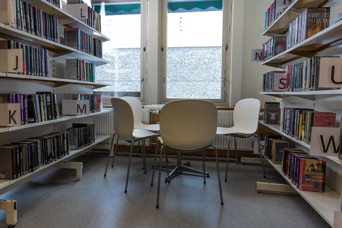 Sitteplass i biblioteket